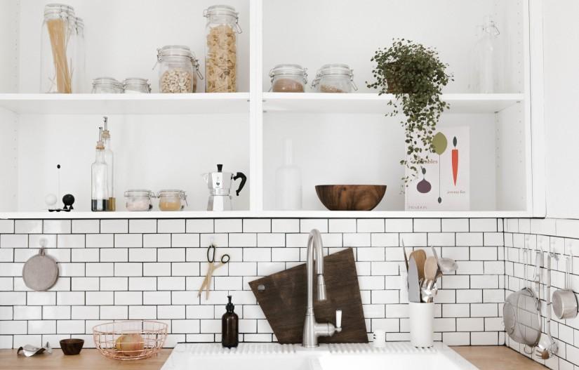 lemari penyimpan di dapur